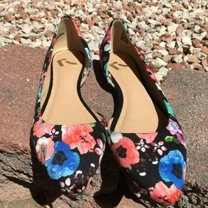 Report Floral Flats Size 8.5